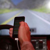 Seguros más caros: es el precio que pagaremos por usar el móvil al volante de vehículos semiautónomos