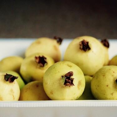 Beneficios de la guayaba. Aporta más vitamina C que naranjas o limones