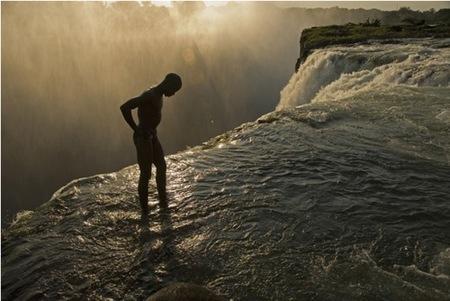 20 de las mejores fotos de national geographic - Chutes victoria piscine du diable ...