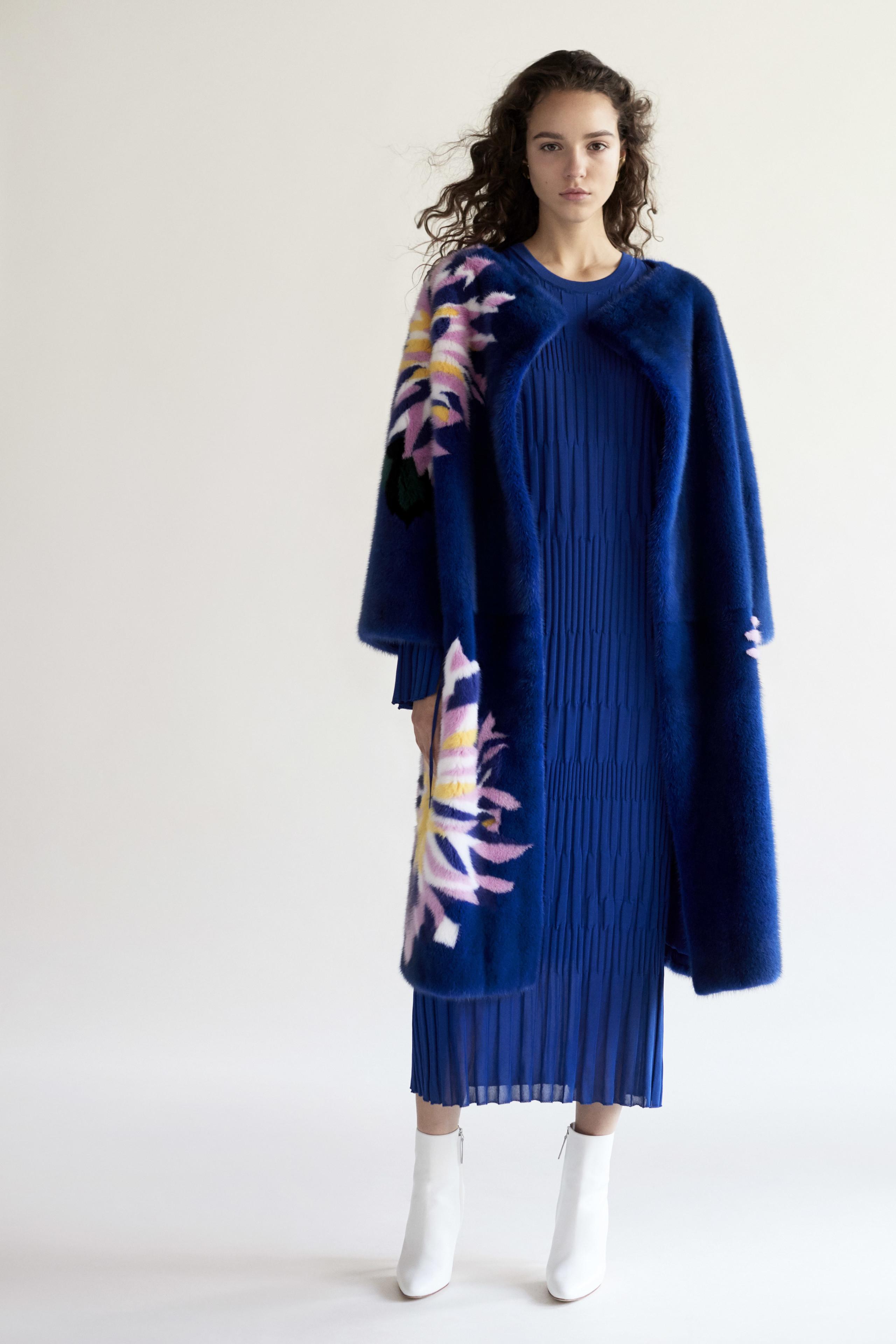 Foto de Carolina Herrera NY Pre Fall 2018: una maravillosa colección de Alta Costura (10/33)
