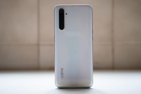 Qué móvil por menos de 200 euros recomiendan los editores de Xataka Móvil