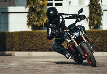 BMW G 310 R: la naked de acceso estrena embrague anti-rebote y óptica LED, para 34 CV que ahora son Euro5
