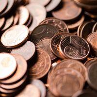 """La Unión Europea se plantea decir adiós a las monedas de uno y dos céntimos: no más """"9,99 euros"""" y redondeo de precios a la vista"""