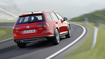 Volkswagen Golf Alltrack: el Golf se arremanga camino de París