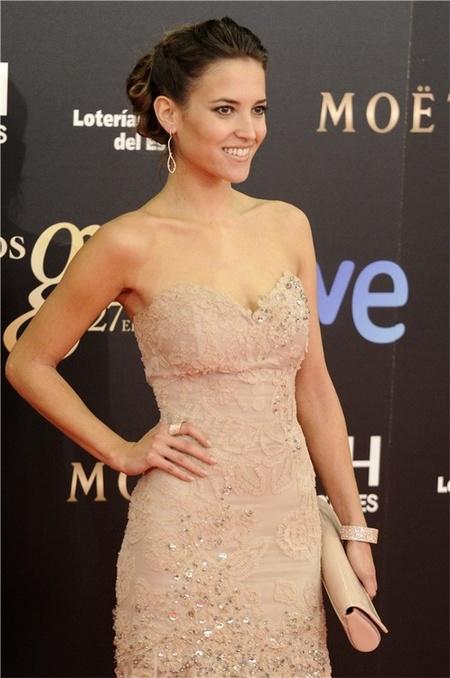 Ana Fernandez con vestido Santos Costura