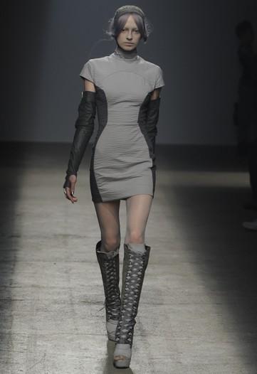 Foto de Gareth Pugh, Primavera-Verano 2010 en la Semana de la Moda de París (12/17)