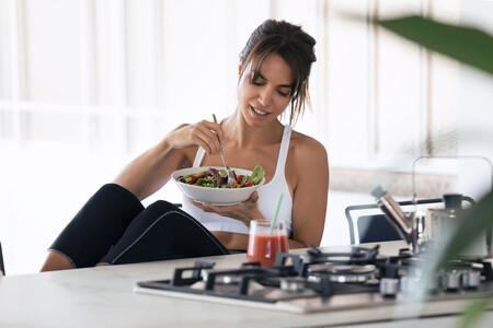 Los tres nutrientes que no te pueden faltar después de entrenar si sigues el ayuno intermitente (y en qué alimentos encontrarlos)