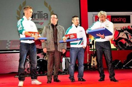 Max Biaggi renueva con Aprilia por otras dos temporadas