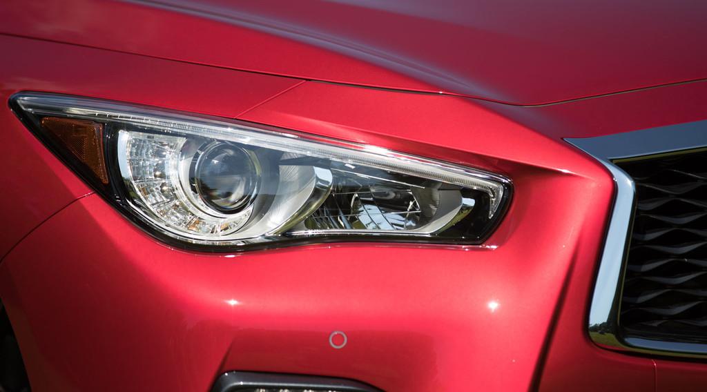 Infiniti Q50 ópticas delanteras