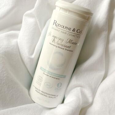 Hemos probado el champú en polvo Rodolphe & Co especial para pelo fino que es ideal para llevar en la maleta estas vacaciones