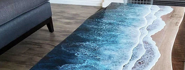 Esta sorprendente mesa de madera y acero cambia completamente de estilo con una decoración acuática hiperrealista