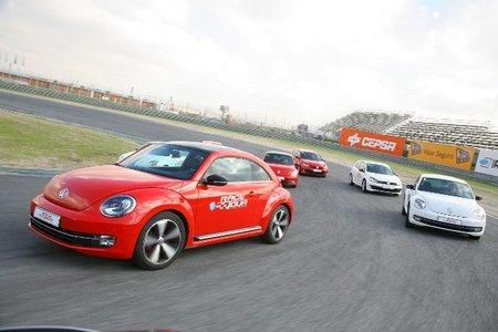 Volkswagen Beetle contra Volkswagen Golf GTI 35, prueba en el Circuito del Jarama