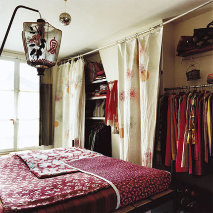 Aligera tu armario utilizando cortinas for Como reciclar un placard