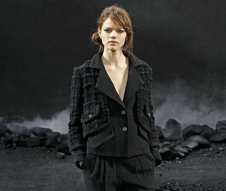 Maquillaje de pasarela: recogidos informales en el desfile de Chanel para este Otoño-Invierno 2011/2012