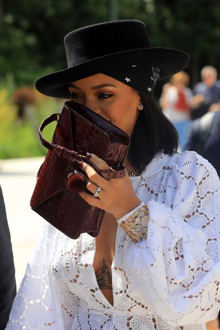 rihanna tiene nuevo novio y no pierde el tiempo en cuestiones fashion ya lucen estilismos en pareja