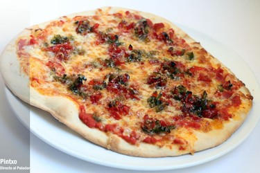 Receta de pizza de pimientos confitados y gruyère