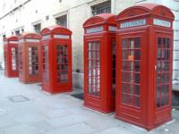 Londres empieza a convertir sus  cabinas telefónicas en estaciones de recarga para móviles