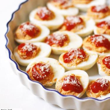 Huevos gratinados con pimientos del piquillo y anchoa, la receta que es siempre bienvenida