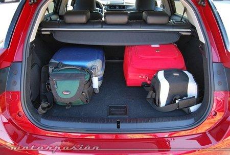 Alquileres de coches: De olvidar un paraguas a bordo a que te llueva un reno en el parabrisas