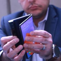 El Huawei Mate X aún no llega al mercado, pero ya hay alguien vendiéndolo en internet