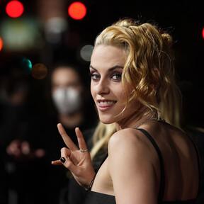 Kristen Stewart presume de abdominales super marcados con este conjunto de Chanel
