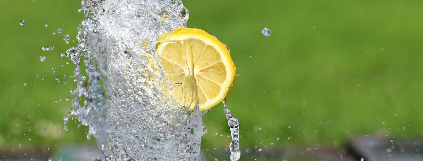 Como preparar agua con limon y bicarbonato para adelgazar