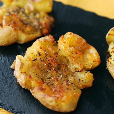 """Como hacer patatas """"machacadas"""": receta de guarnición facilísima y adictivia"""