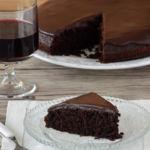Pastel de chocolate y vino tinto. Receta para el #DíaDelChocolate
