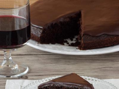 Pastel de chocolate y vino tinto. Receta para amantes del chocolate