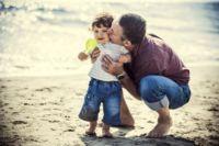 Los auténticos beneficiados del permiso de paternidad son los hijos