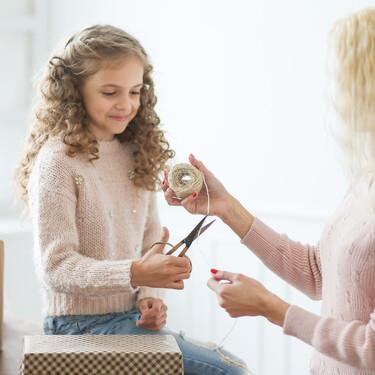 Nueve consejos para cuidar el pelo rizado de los niños