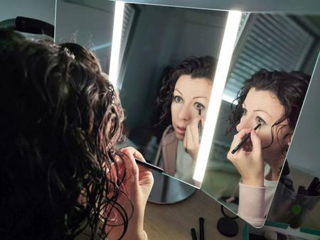 Simplehuman Wide View Pro, análisis: el espejo que puedes regular con una app para maquillarte mejor