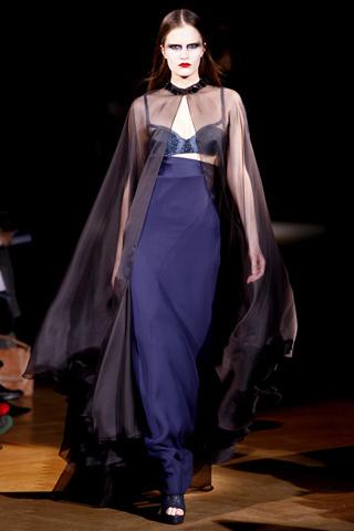 Foto de Givenchy Alta Costura Primavera-Verano 2010: una colección dominada por las transparencias (11/17)