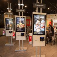 """McDonalds abrirá más """"sucursales inteligentes"""" en México en 2020: pantalla táctiles para ordenar y pagar, y menús personalizados"""