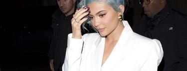 Kylie celebra Fin de Año en total white, dejando que su pelo se lleve el protagonismo
