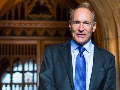 Tim Berners-Lee explica el grave problema de que solo un puñado de empresas como Google y Facebook controlen la web