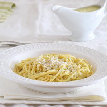 Salsa de brócoli para pasta: receta con dos ingredientes (para aprovechar el tronco de la verdura)