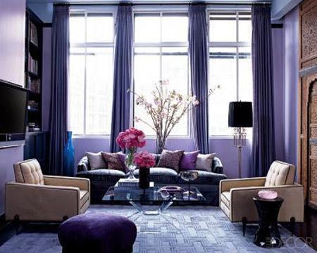 Un salón morado.