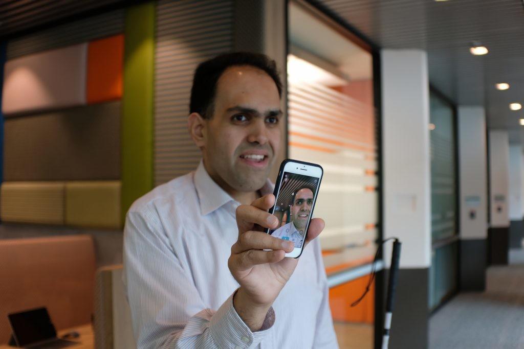 Microsoft mejora las funciones de Seeing AI para iOS: ahora puede describir el contenido de las fotografías con sólo pasar el dedo