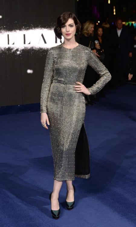 Premiere Interstellar Londres Anne Hathaway vestido Wes Gordon