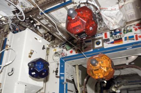 Estos robots-pelota tiene una misión: patrullar alrededor de la Estación Espacial Internacional