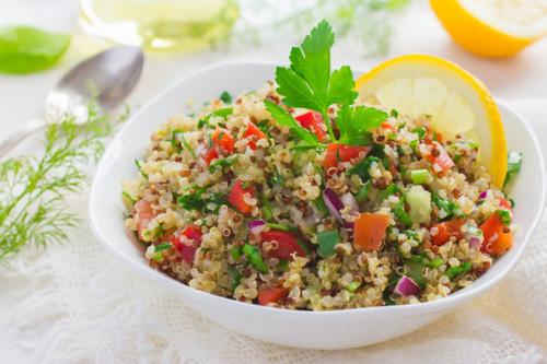 Conoce los alimentos vegetales más ricos en proteínas: tofu, quinoa y seitán