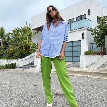 11 camisas oversize que quedan genial con unos pantalones de pinzas y unas sandalias blancas