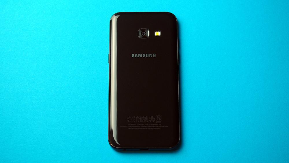 Samsung Galaxy A3 2017, diseño