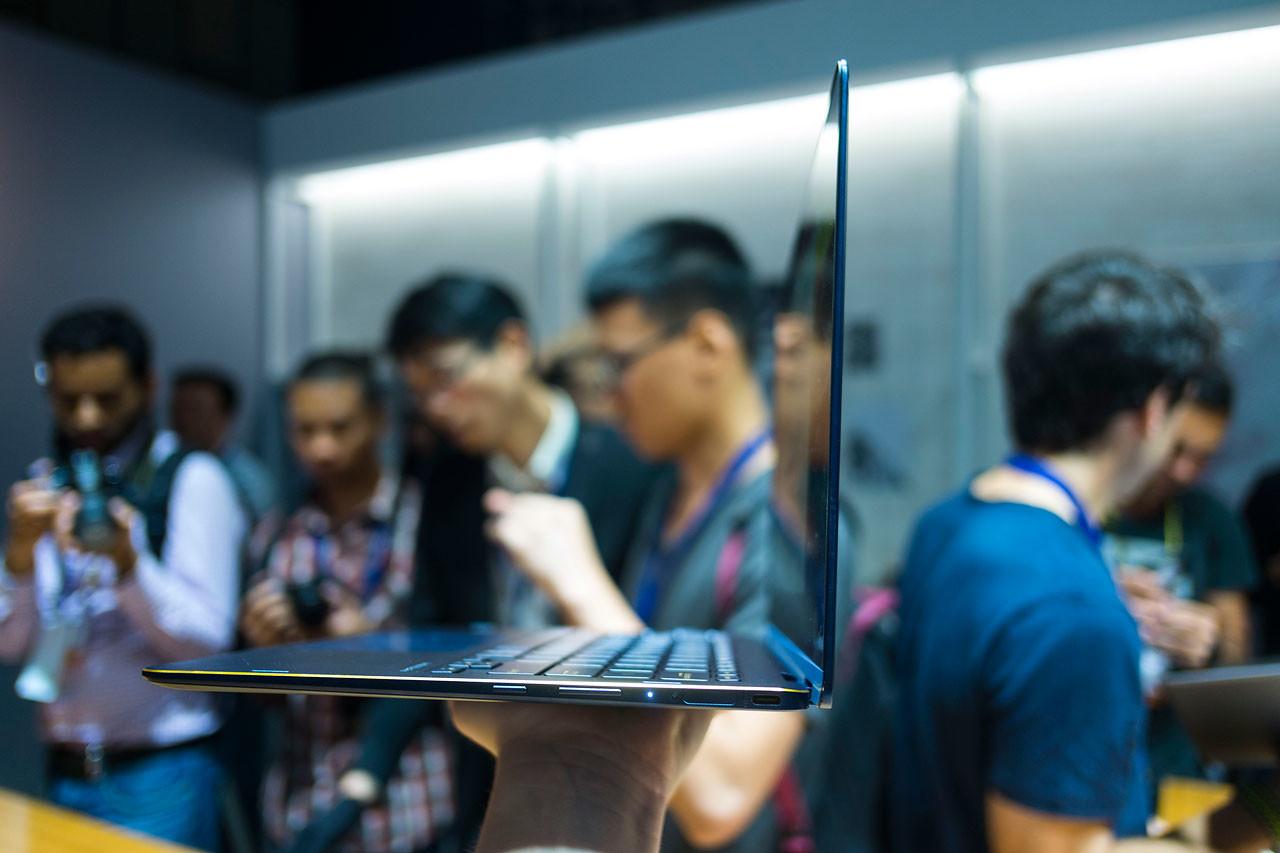 Foto de ASUS ZenBook Flip S (1/8)