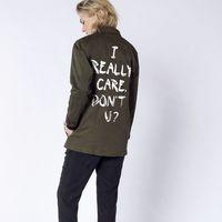 El polémico outfit de Zara de Melania Trump ya tiene respuesta: esta es la parka con el mensaje opuesto (y ya se ha agotado)