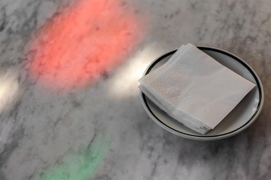 Cómo quitar manchas de color de nuestras fotografías con Adobe Photoshop