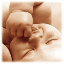 Las iniciativas para fomentar la natalidad se suceden en los municipios españoles