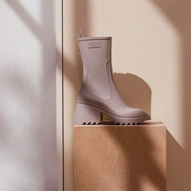 Asos quiere que vistamos de Chloé por mucho menos, las botas de agua Betty de la firma francesa tienen dos gemelos low-cost