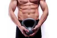 Trabaja tu abdomen con pesas rusas o kettlebells